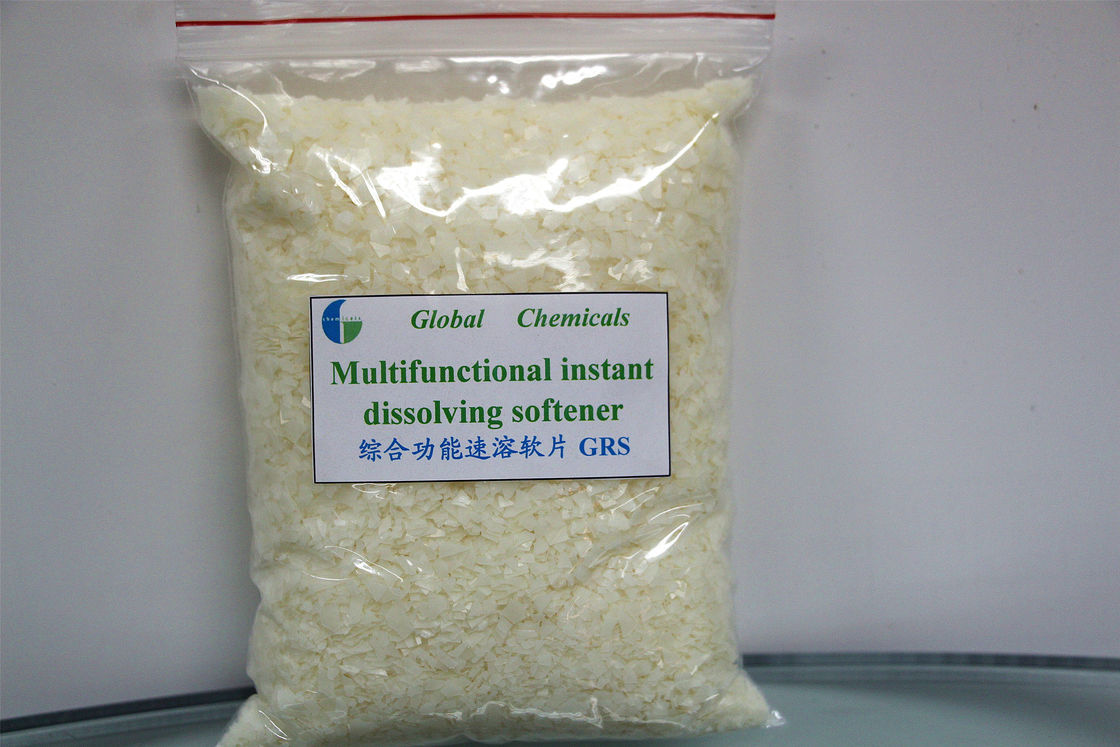 Multifunctional Instant Dissolving Cationic Softener Flakes , Cold Water Type